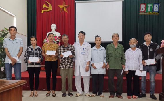 Hơn 200 xuất quà được trao tặng các bệnh nhân Lao từ chương trình năm 2020