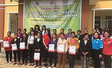 Tặng quà và khám chữa bệnh miễn phí tại tỉnh Cao Bằng