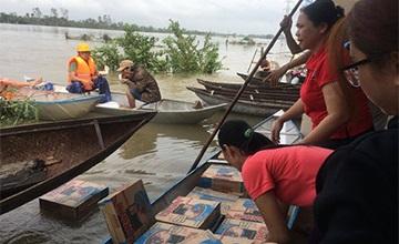 Nhiều nhu yếu phẩm được trao tặng các gia đình bị ảnh hưởng bởi bão lũ từ chương trình năm 2018