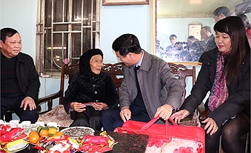 Cổng 1400 thăm, tặng quà Tết các hộ nghèo và gia đình chính sách