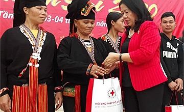 Hàng nghìn xuất quà Tết được trao tặng cho người nghèo và nạn nhân chất độc da cam từ chương trình năm 2019