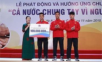 Bưu điện Việt Nam cùng đội tuyển Bóng đá Quốc gia đồng hành vì người nghèo